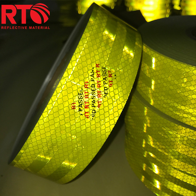 High visibility reflective tape for vehicle